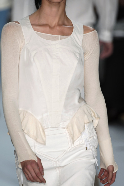 Marc by Marc Jacobs at New York Spring 2006 (Details) [white,clothing,fashion,fashion model,shoulder,haute couture,waist,arm,fashion show,fashion design,supermodel,fashion,haute couture,runway,abdomen,white,clothing,waist,new york fashion week,fashion show,haute couture,fashion show,runway,supermodel,fashion,abdomen]