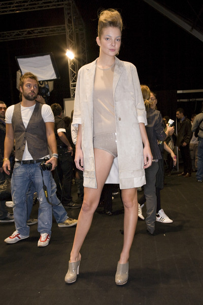 MaxMara at Milan Spring 2009 (Backstage)