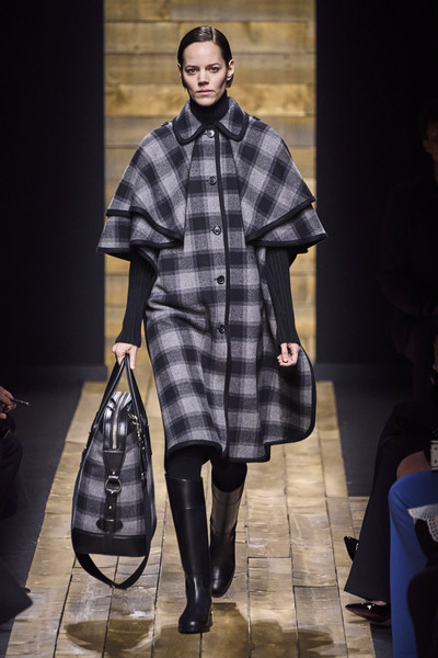 Michael Kors at New York Fall 2020 [fashion model,fashion,tartan,clothing,fashion show,runway,pattern,plaid,design,outerwear,michael kors,fashion,runway,fashion week,clothing,pattern,new york fashion week,fashion show,paris fashion week,london fashion week,new york fashion week,michael kors,fashion show,runway,fashion week,fashion,paris fashion week,london fashion week,milan fashion week,autumn]