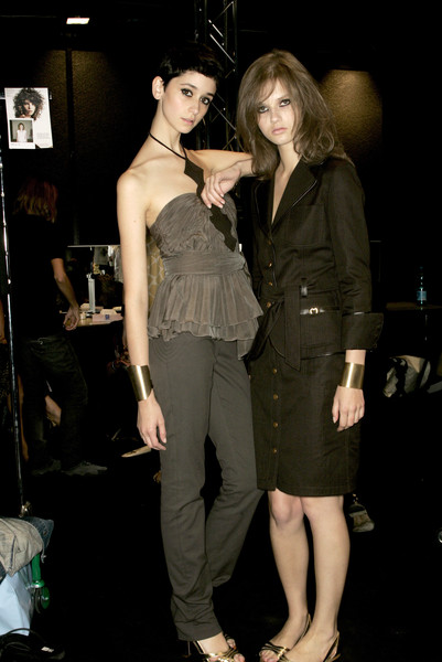 Mila Schön at Milan Spring 2007 (Backstage)