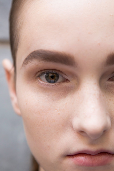 Mila Schön at Milan Spring 2017 (Backstage)