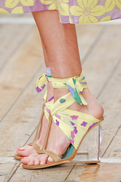 Moschino Cheap & Chic at Milan Spring 2011 (Details)