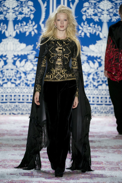 Naeem Khan at New York Fall 2019 [fashion,fashion show,runway,clothing,fashion model,haute couture,event,outerwear,fashion design,velvet,naeem khan,fashion,runway,fashion design,haute couture,clothing,fashion model,new york,new york fashion week,fashion show,runway,fashion show,naeem khan,fashion,fashion design,new york fashion week,new york,ready-to-wear,haute couture]