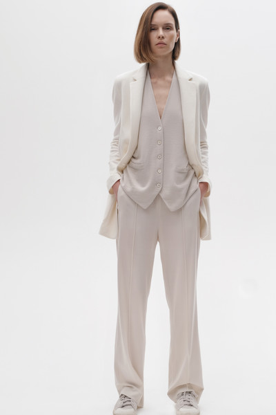 Nells Nelson at New York Spring 2021 [clothing,white,outerwear,suit,blazer,formal wear,jacket,beige,neck,top,blazer,nells nelson,suit,clothing,fashion,spring,coat,wear,jacket,new york fashion week,suit,ready-to-wear,clothing,coat,fashion,spring,blazer,tuxedo,autumn]