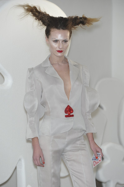 On Aura Tout Vu at Couture Spring 2010