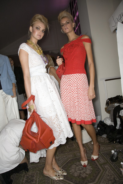 Oscar de la Renta at New York Spring 2009 (Backstage)