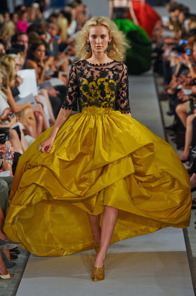 Oscar de la Renta at New York Spring 2012 [fashion model,fashion,fashion show,runway,clothing,yellow,dress,haute couture,fashion design,event,oscar de la renta,fashion,runway,haute couture,fashion design,fashion week,clothing,yellow,new york fashion week,fashion show,oscar de la renta,haute couture,fashion week,runway,new york fashion week,fashion,fashion design,fashion show,ready-to-wear,vogue paris]