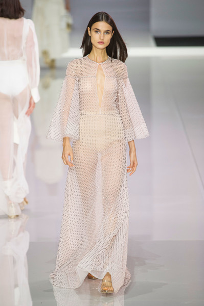 Ralph & Russo at London Spring 2018 [fashion model,fashion,fashion show,clothing,white,runway,dress,haute couture,fashion design,formal wear,fashion,runway,spring,fashion week,model,clothing,white,ralph russo,london fashion week,fashion show,ralph russo,london fashion week 2018,spring,fashion,runway,summer,fashion week,model,fashion show]