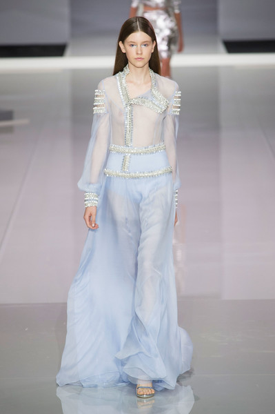 Ralph & Russo at London Spring 2018 [fashion model,fashion,fashion show,white,clothing,haute couture,runway,waist,fashion design,shoulder,tamara ralph,fashion,haute couture,runway,spring,white,clothing,ralph russo,london fashion week,fashion show,tamara ralph,fashion show,runway,ralph russo,ready-to-wear,fashion,london fashion week,haute couture,spring,fashion week]