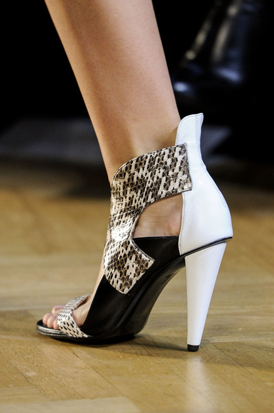 Roland Mouret at Paris Spring 2013 (Details)