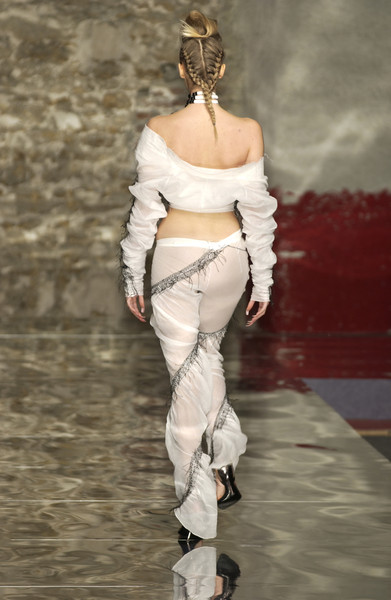 Seredin & Vasiliev at Couture Spring 2002 [couture spring 2002,fashion,shoulder,clothing,fashion model,runway,fashion show,joint,waist,haute couture,footwear,supermodel,fashion,seredin,runway,haute couture,model,abdomen,shoulder,fashion show,runway,fashion show,model,haute couture,supermodel,fashion,abdomen]