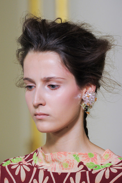 Simone Rocha at London Spring 2016 (Details) [hair,face,hairstyle,eyebrow,chin,beauty,fashion,forehead,lip,neck,simone rocha,supermodel,fashion,spring,haute couture,model,hairstyle,eyebrow,art school,london fashion week,simone rocha,haute couture,fashion,model,supermodel,ready-to-wear,art school,spring,art,astrid andersen]