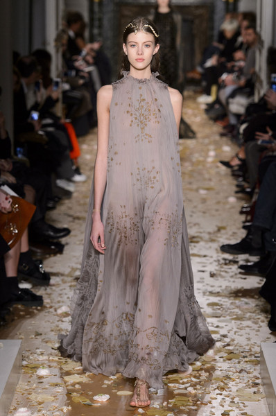 Valentino at Couture Spring 2016 [fashion model,fashion,haute couture,fashion show,runway,clothing,dress,shoulder,neck,gown,valentino,maria grazia chiuri,clothing,fashion,haute couture,spring,fashion model,runway,couture spring 2016,fashion show,maria grazia chiuri,valentino,haute couture,fashion,clothing,dior,ready-to-wear,spring]