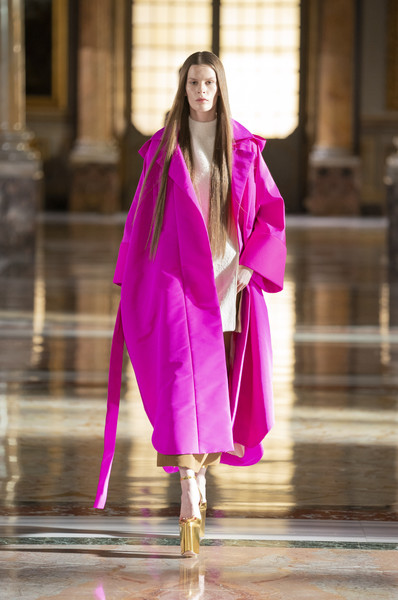 Valentino at Couture Spring 2021 [couture spring 2021,hair,shoulder,purple,neck,sleeve,runway,waist,street fashion,pink,entertainment,outerwear,keyboard,valentino,runway,haute couture,fashion,fashion model,sleeve,fashion show,fashion show,haute couture,runway,fashion,fashion model,outerwear / m,model m keyboard,outerwear]