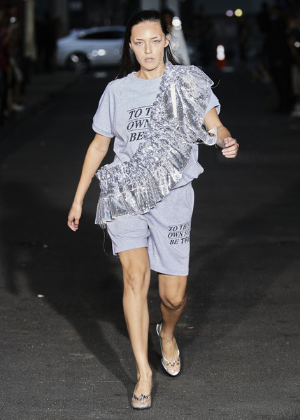 Vaquera at New York Spring 2022 [flash photography,shoulder,street fashion,flash photography,sleeve,waist,knee,thigh,eyewear,style,asphalt,mariacarla boscono,fashion,fashion week,runway,vaquera,sleeve,new york fashion week,fashion show,london fashion week,mariacarla boscono,fashion show,london fashion week,fashion,burberry,fashion week,runway,ready-to-wear,haute couture,model]