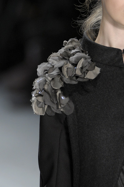 Vera Wang at New York Fall 2010 (Details)