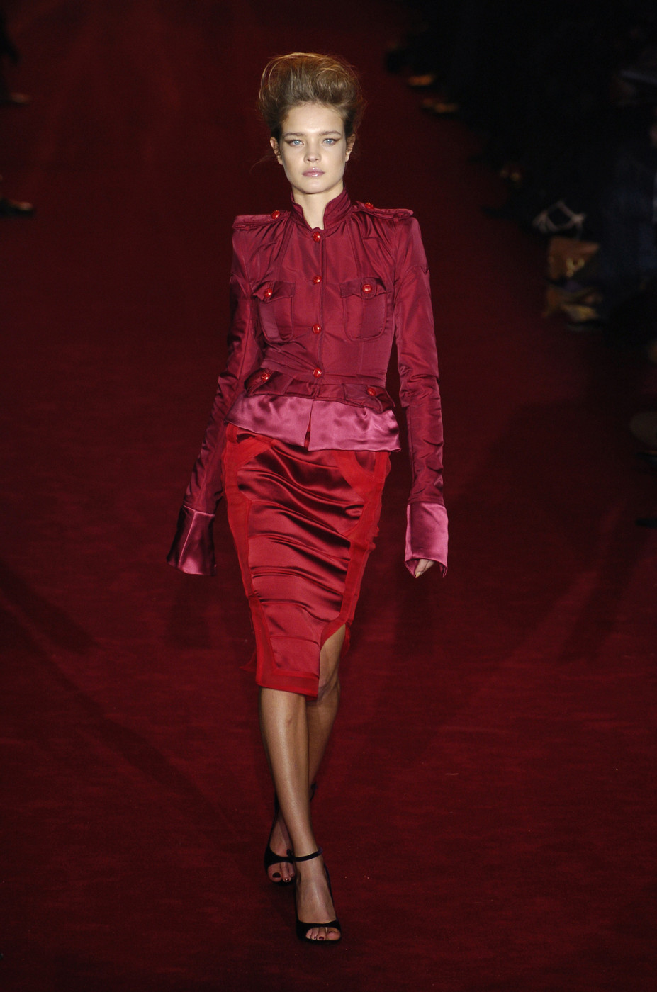 Yves Saint Laurent Fall 2004 Runway Pictures