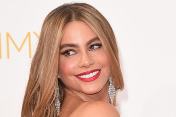 Modern Family's Julie Bowen, Sarah Hyland and Sofia Vergara at the 2014 Emmys (Pictures)