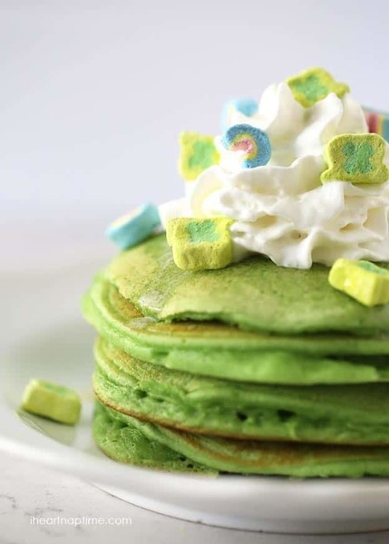 Start the morning with green pancakes