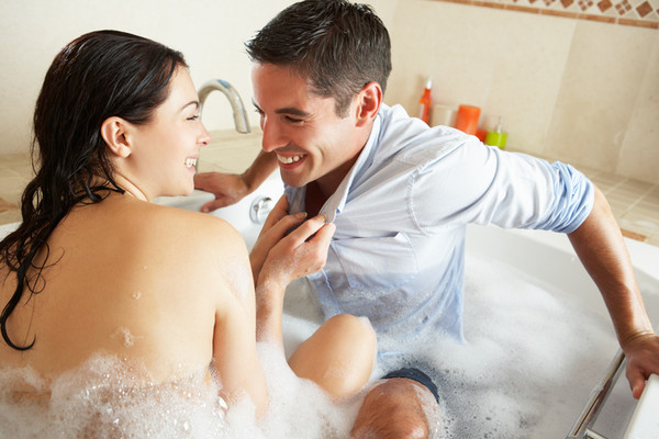 Resultado de imagen para couple taking a bubble bath