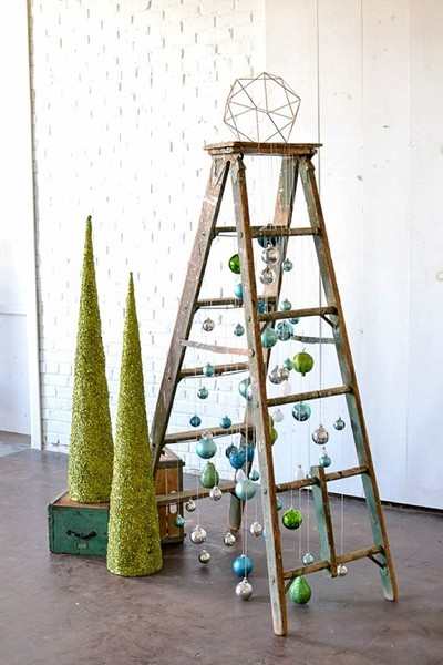 Ladder Christmas Tree.Set Up A Christmas Tree Ladder You Can Diy These Creative