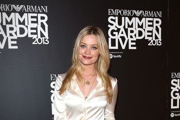Laura Whitmore Rocks an Evening Coat During the Summer