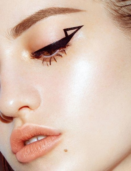 Color Outside the Lines With These Graphic Eyeliner Looks