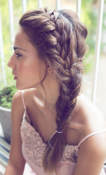 Side-Swept Messy Fishtail Braid