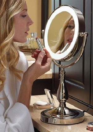 Choose A Good Mirror Avoid Holiday Party Beauty