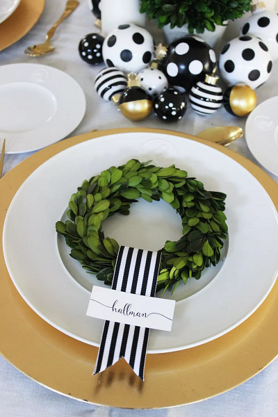 Boxwood Wreath Place Cards
