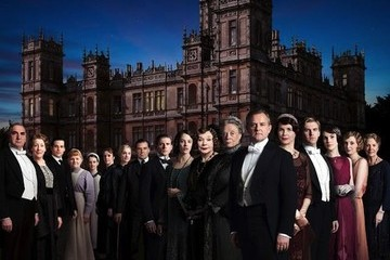 News to Know: Downton Abbey Season 3, Alexa Chung Flashes NYC, and More!