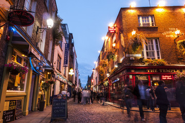 The Diary Of a Traveling Cat Lady: Dating Fails While Backpacking In Ireland