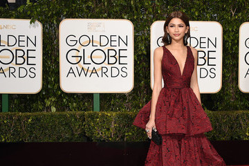 Love It or Leave It? Plunging Necklines at the Golden Globes