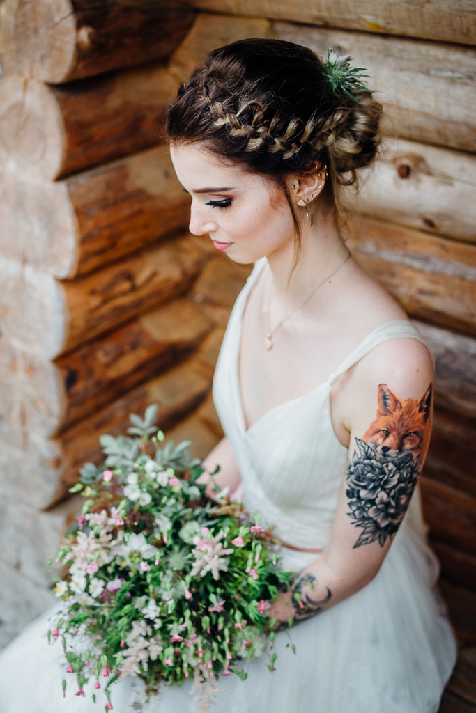 Fox and flowers gorgeous brides flaunting gorgeous for Tattoos and wedding dresses