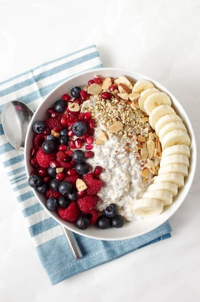 Banana Berry Oats Bowl