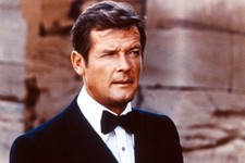 'James Bond' Star Roger Moore Dies at 89