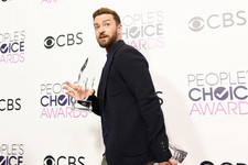 Justin Timberlake Wins Both Favorite Male Singer and Favorite Song Award at People's Awards Choice 2017