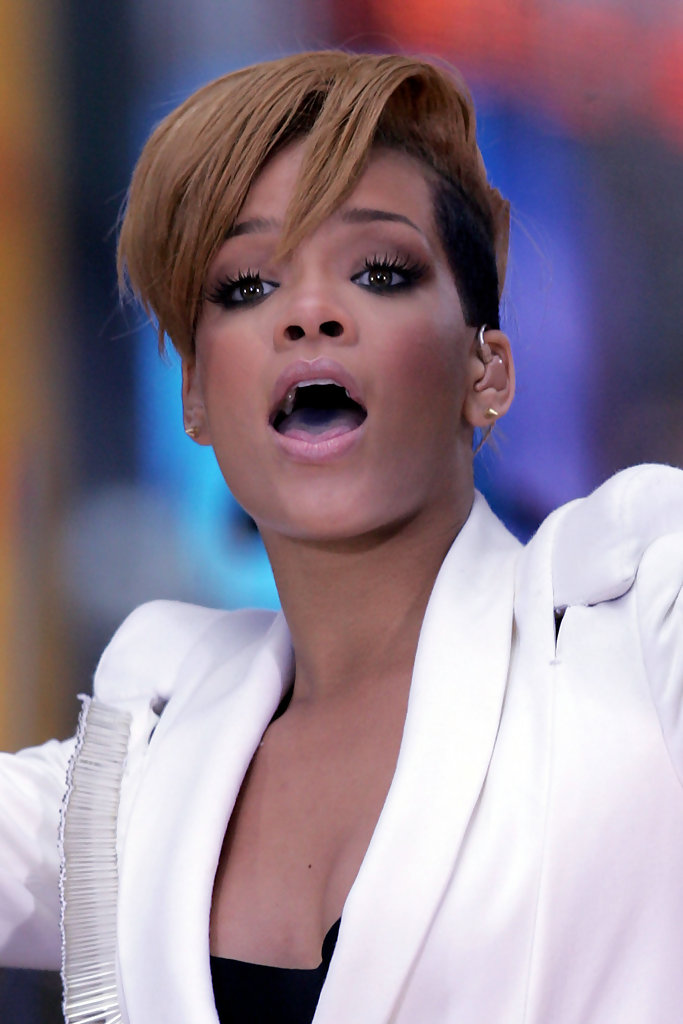 short hair images styles hairstyles for black 2010 black hair styles 8627 | Rihanna puts quite live performance Good Morning iX8VHTdzgECx